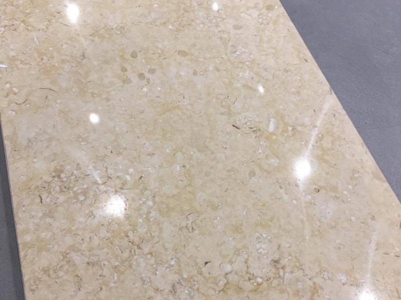 Giallo Atl. Lux. 30,5×61 150,00 eur/m2 Kiekis:1,12 m2
